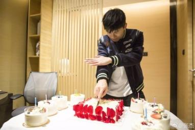 张杰迎来自己35岁生日,何老师为何表示不准备送礼?